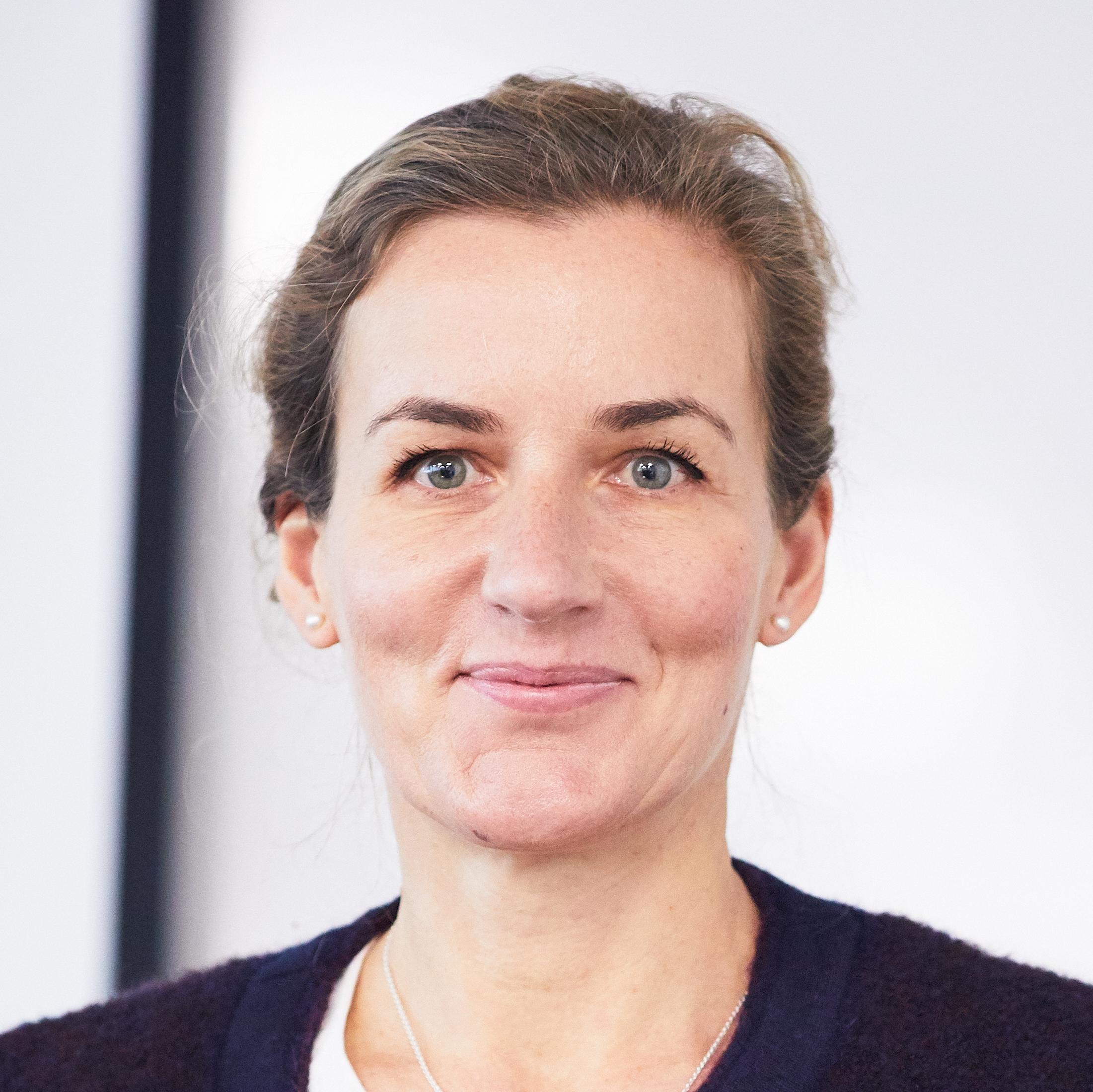 Dr Eva Micheler